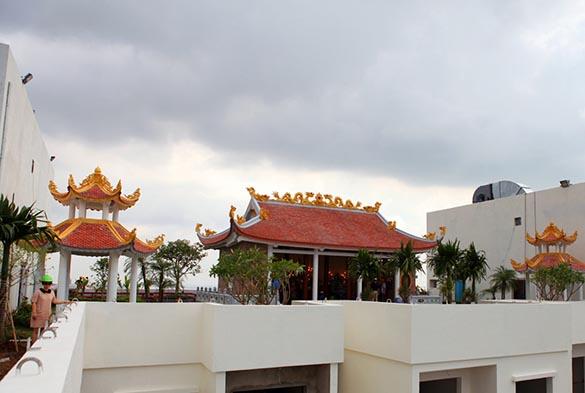 Khu_tam_linh_tren_noc_toa_nha_Hoa_Binh_Green_City